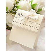 Sweet Scalloped Favor Box In Ivory (Set of 12)