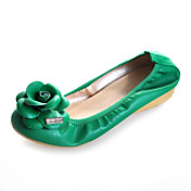 Leatherette Flat Heel Round Toe With Flower Casual / Party / Evening Shoes (More Colors)