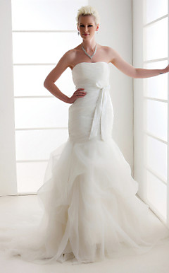 Alluring Trumpet/Mermaid Strapless Court Train Organza Wedding Dress