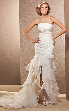 Trumpet/Mermaid Strapless Asymmetrical And Court Train Organza Wedding Dress
